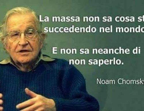 Noam Chomsky ha elaborato la lista delle 10 strategie della manipolazione attraverso i mass media.
